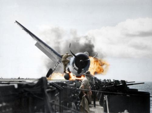 16-crash-landing-of-a-f6f-3-hellcat-onto-uss-enterprise-cv-6-pacific-ocean-1943-2949-c397-2196